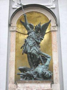 450px-St.-Michael-München-1